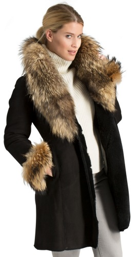 Cresdon schwarze Damen Lammfelljacke mit Racoonkragen